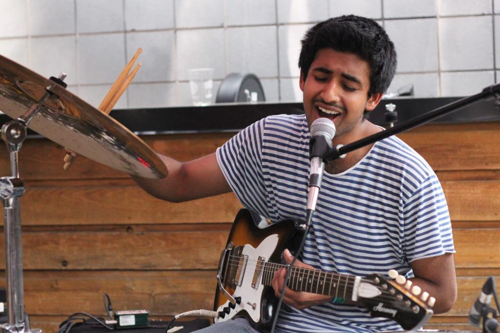 Aleem Khan performs at the Broken City patio // Liv Ingram