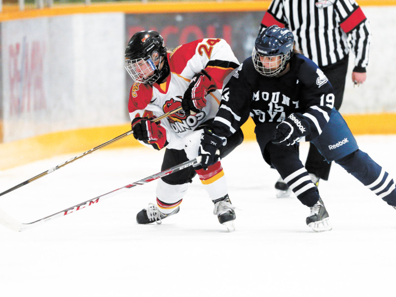 SPORTS_Women'sHockey_courtesyDavidMoll_CMYK