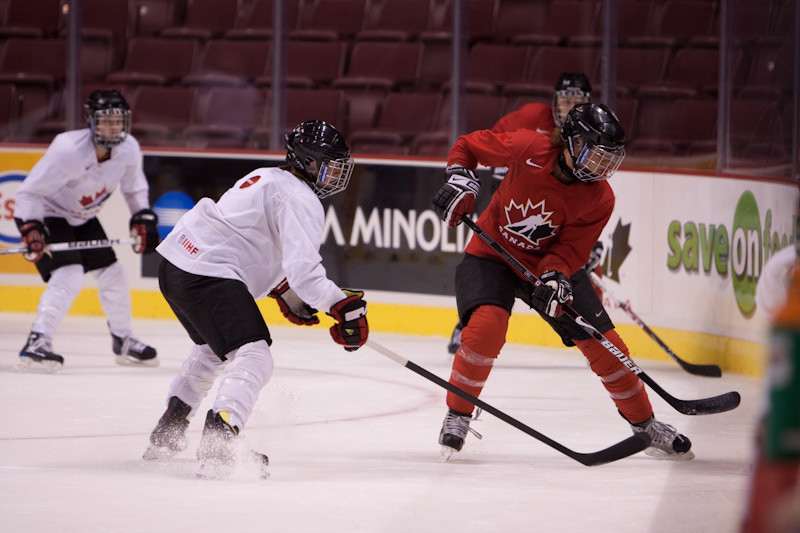 SPORTS_Women's-Hockey---Courtesy-Tyler-Ingram-web