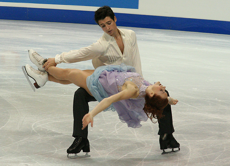 Tessa_Virtue_&_Scott_Moir_Lift_-_2006_Skate_Canada