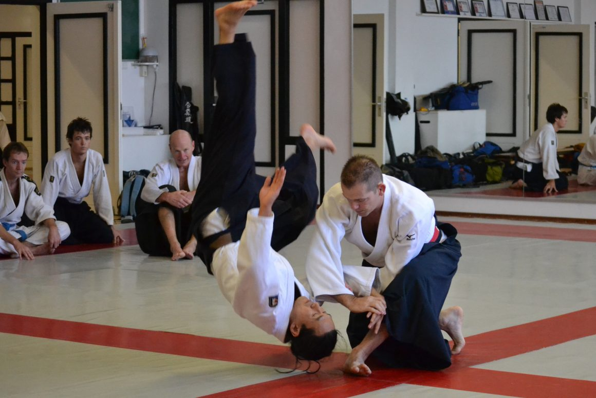 Edgar_Kruyning_in_action_during_an_Aikido_seminar_(ude_garami) (1)